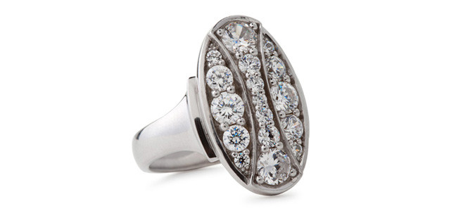 QUEEN HERA 18ct WG and diamond ring