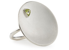 TILT ring in sterling silver and peridot